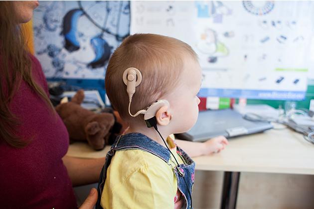 как ребёнок реагирует на звуки после кохлеарной имплантации