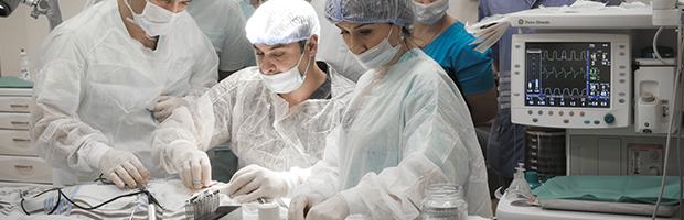 операция кохлеарной имплантации